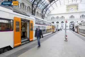 Trenes que viajan por las vías de Alta Velocidad en España
