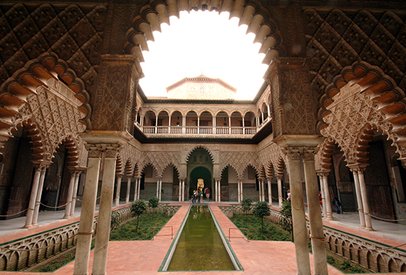 Disfruta del Real Alcázar de Sevilla viajando en trenes Ave