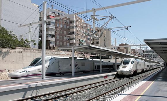 El número de viajeros de autobús en Aragón se equipara a los de Ave