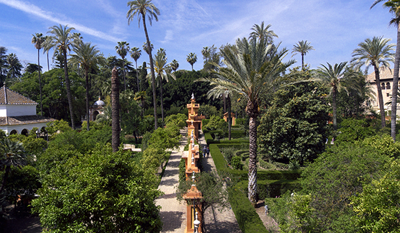 Viaja en Ave a Sevilla y disfruta de las Noches en los Jardines del Alcázar