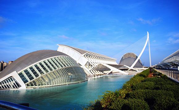 Disfruta de Valencia con un viaje en AVE en noviembre