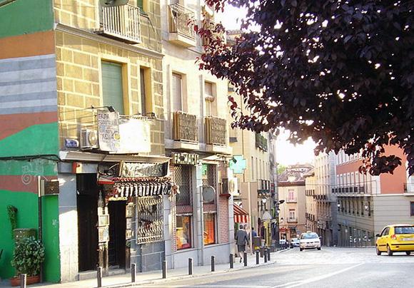 Descubre el barrio de La Latina viajando en Ave a Madrid en septiembre