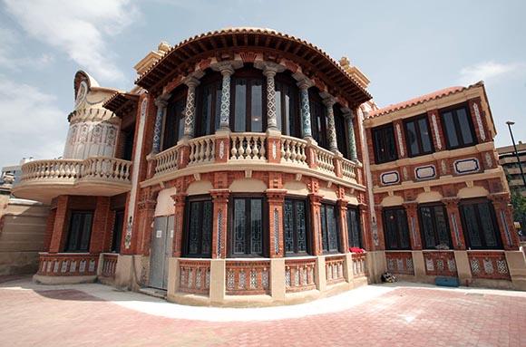 Viaja a Zaragoza en Ave y disfruta de esta ruta modernista