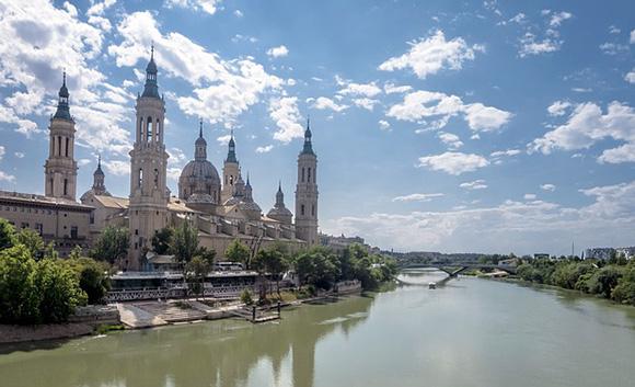 Disfruta de las tarjetas turísticas de Zaragoza viajando en Ave a esta ciudad