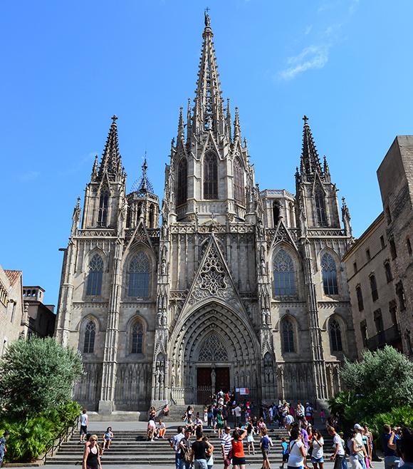Haz una escapada en Ave a Barcelona y haz la ruta gótica