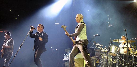 Disfruta de U2 viajando en Ave a Barcelona
