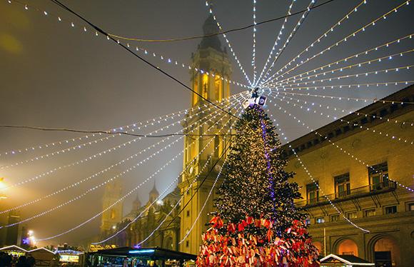 Zaragoza es un sitio perfecto para pasar la Navidad viajando en AVE