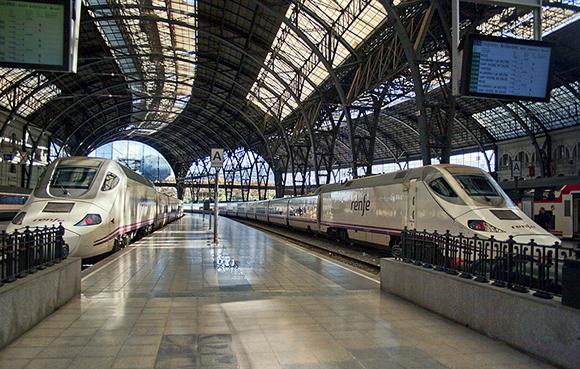 Disfruta de las mejores librerías de Barcelona viajando en AVE