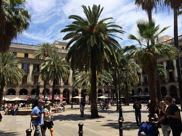 Datos de turismo en Andalucía y Cataluña en 2015