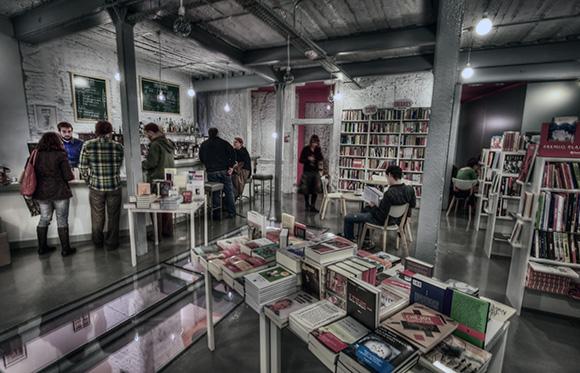 Disfruta de las mejores librerías de Madrid viajando en AVE