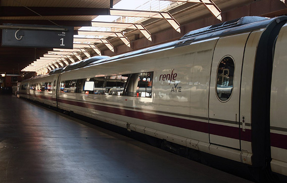 Disfruta del arte viajando en trenes AVE a la ciudad de Barcelona