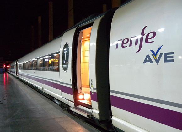 13.000 jóvenes cuentan ya con tarjeta para viajar en trenes AVE