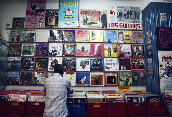 Viaja en AVE a las mejores tiendas de discos de vinilo de España