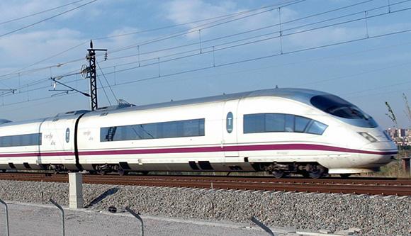 ¿Se llega antes en trenes AVE o en avión?