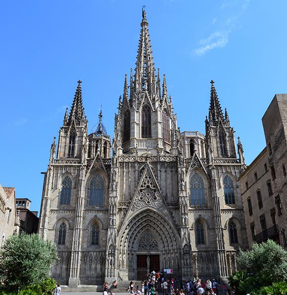 Disfruta del Barrio Gótico viajando en AVE a Barcelona