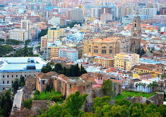 Disfruta de un fin de semana en Málaga viajando en AVE