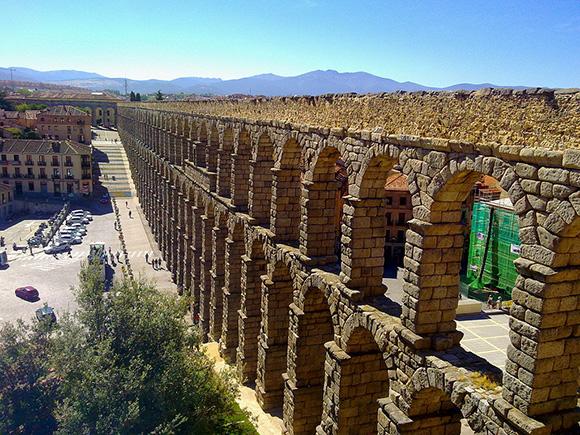 Prepara un viaje barato en AVE a la ciudad de Segovia