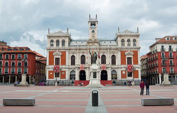 Aprovecha este verano para conocer Valladolid con un viaje en AVE