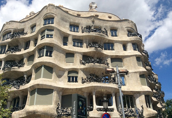 Conoce la obra de Gaudí viajando en AVE a Barcelona