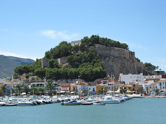 Disfruta de Denia y Calpe viajando en AVE a Alicante