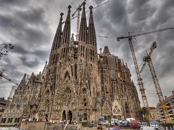 Disfruta los sitios más turísticos de España viajando en trenes AVE