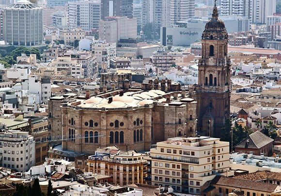 Disfruta de un viaje barato en AVE a Málaga este otoño