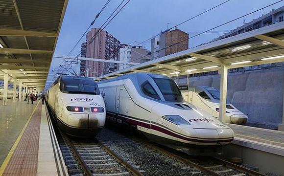 Casi medio millón de pasajeros en el AVE Alicante Madrid