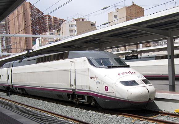 Los trenes AVE siguen ganando en cuota de viajeros al avión