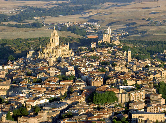 Conoce Segovia haciendo un viaje barato en trenes AVE