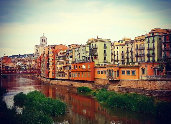 Conoce Girona haciendo un viaje en AVE en noviembre