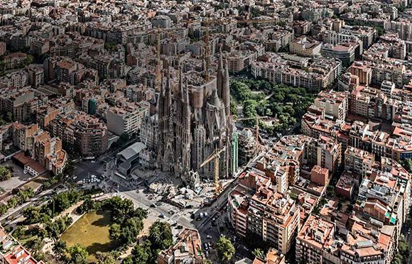 Disfruta de los lugares más visitados de España con un viaje en AVE