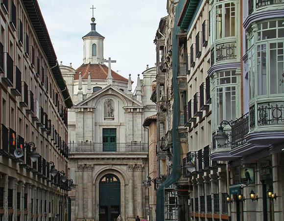 Compra billetes baratos de tren para conocer Valladolid viajando en AVE
