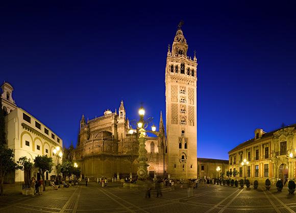 Disfruta de Sevilla comprando billetes baratos para viajar en trenes AVE