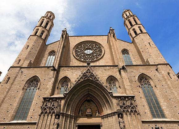 Viaja en AVE a Barcelona para hacer la ruta medieval de la ciudad