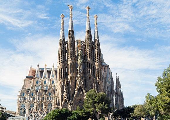 Disfruta del modernismo catalán con un viaje barato en trenes AVE