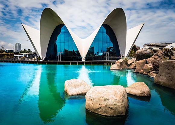 Disfruta de algunos de los monumentos más visitados de España viajando en AVE