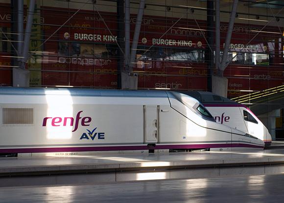 Crecen los usuarios de los trenes AVE entre Málaga y Madrid