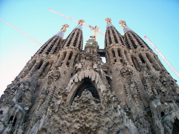 Viaja en AVE a Barcelona para disfrutar del modernismo de Gaudí