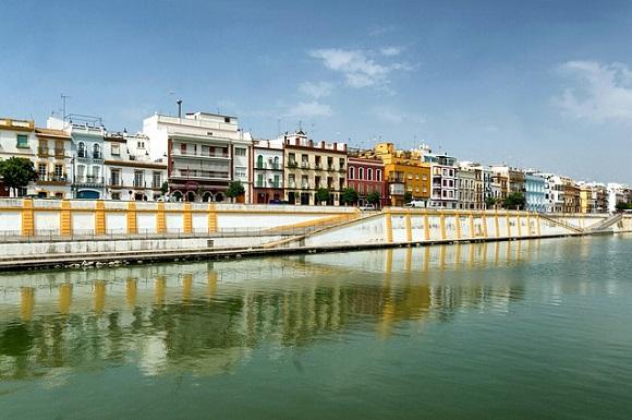 Boletos de trenes AVE baratos Sevilla para disfrutar de su gastronomía y mucho más