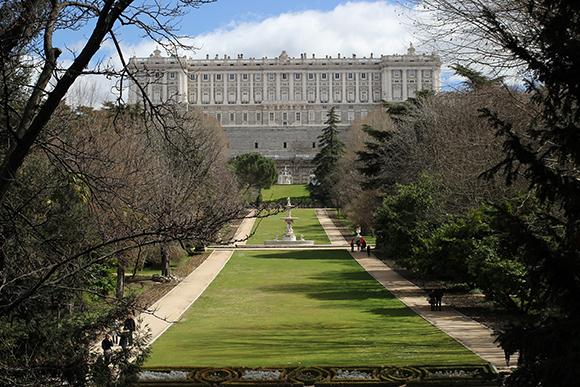 Conoce los diferentes barrios de Madrid, viajando en trenes AVE