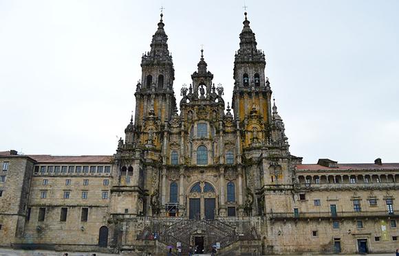 De ruta, en trenes AVE, por las Catedrales más bellas de España