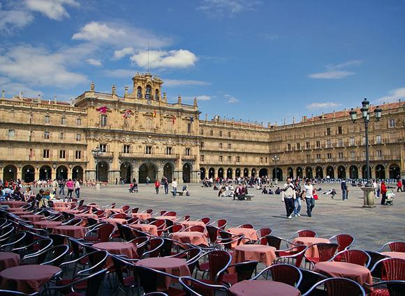 Ruta en trenes AVE por algunas de las plazas más bonitas de España