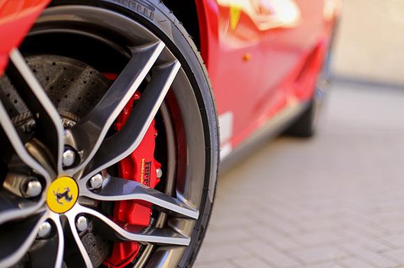 Ferrari Land ya ha abierto sus puertas, viaja en trenes AVE a conocerlo