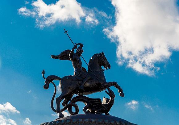 Huesca también celebra San Jorge, viaja en trenes AVE a la ciudad y disfruta