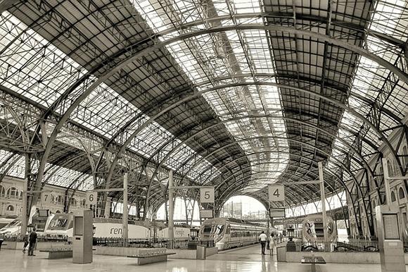 Los billetes para los trenes AVE Madrid Barcelona o viceversa son unos de los más vendidos de España