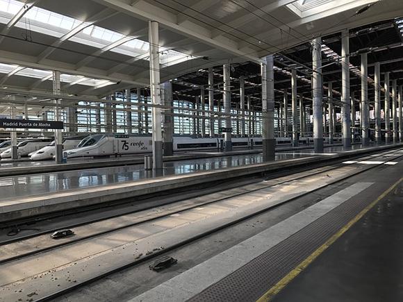 El futuro tren AVE Valencia Castellón y viceversa, circulará a 350 kilómetros por hora entre las dos ciudades cuando preste servicio