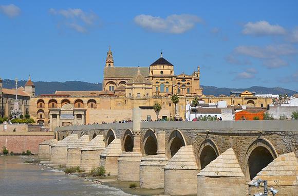 Este mes de julio 2017 compra unos billetes baratos para trenes AVE y haz una escapada a Córdoba