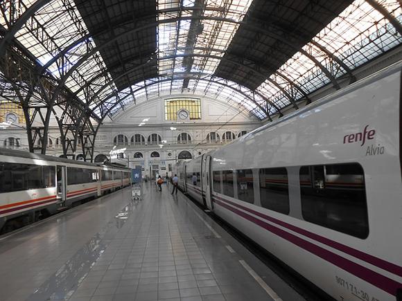 Plazas adicionales para viajar en trenes AVE entre Andalucía y Cataluña durante la campaña de verano 2017