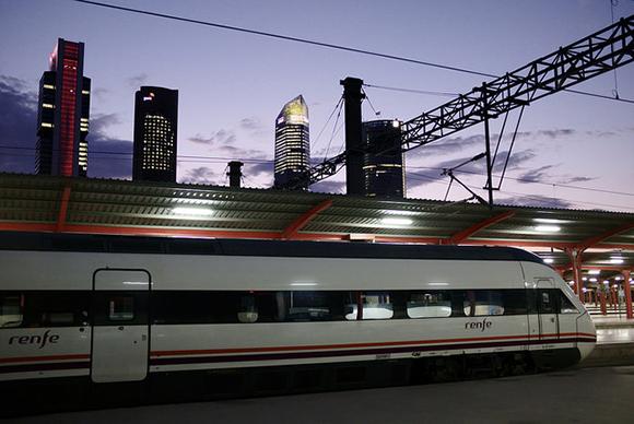 Los usuarios de trenes AVE crecieron un 2,3% en agosto 2017