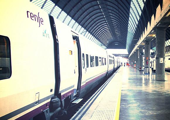 Se han reforzado los trenes AVE para el puente de San Isidro 2018